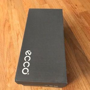 Ecco empty box